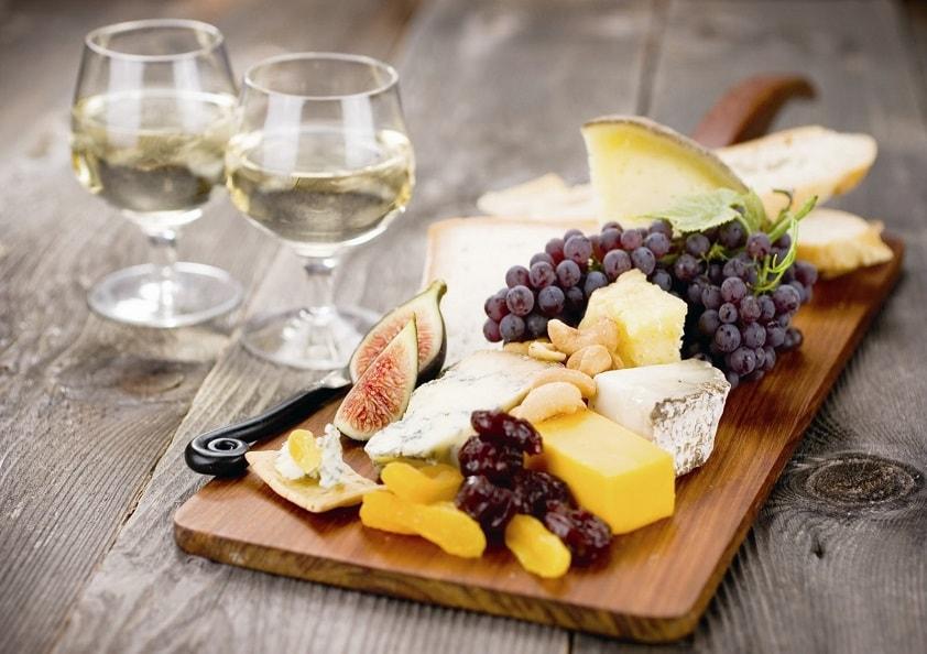 Придерживайтесь правил гармонии при подборе спиртного к десерту, и ваш стол будет вкусным не только с гастрономической точки зрения, но и эстетической
