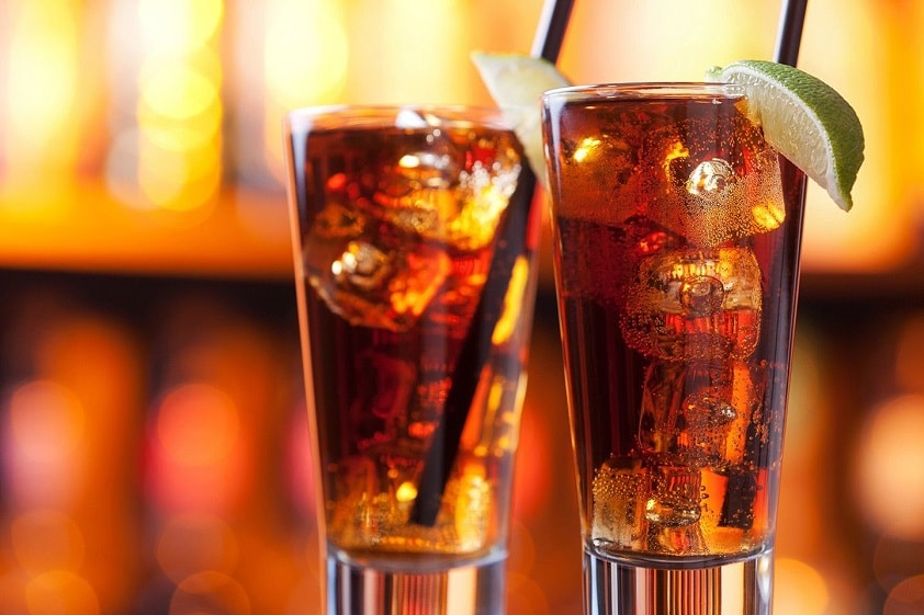Коктейль Long Island придумали во времена «Сухого закона», своим внешним видом он должен был имитировать стакан чая со льдом