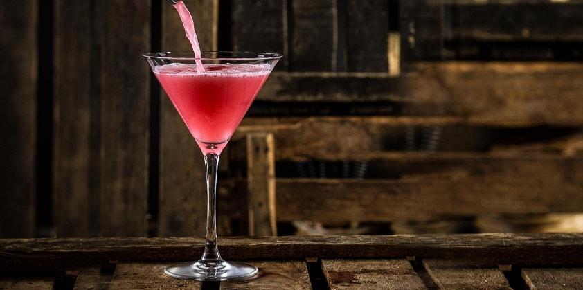Этот коктейль изобрели, чтобы популяризировать цитрусовую водку, но сам он прославился гораздо больше