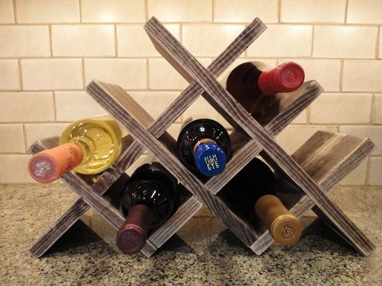Рекомендуемое положение для бутылок с вином – горизонтальное